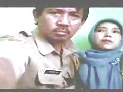 Indonesiska-barnmorska beslöjade