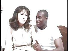 Hårig japansk milf knullad av bbc